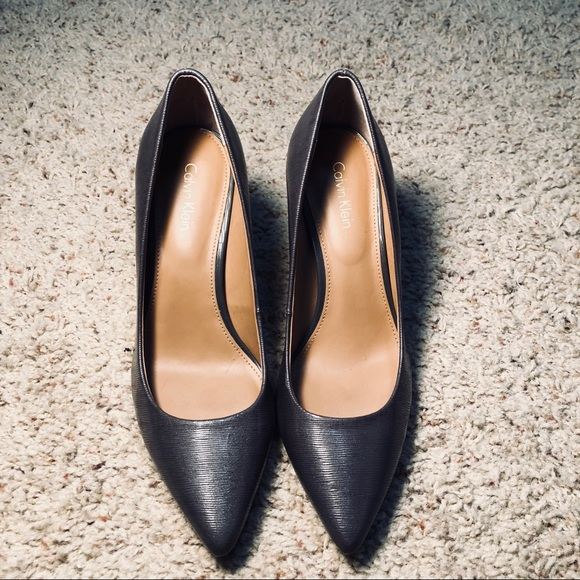 Gayle Pointed Toe Grey Calvin Klein